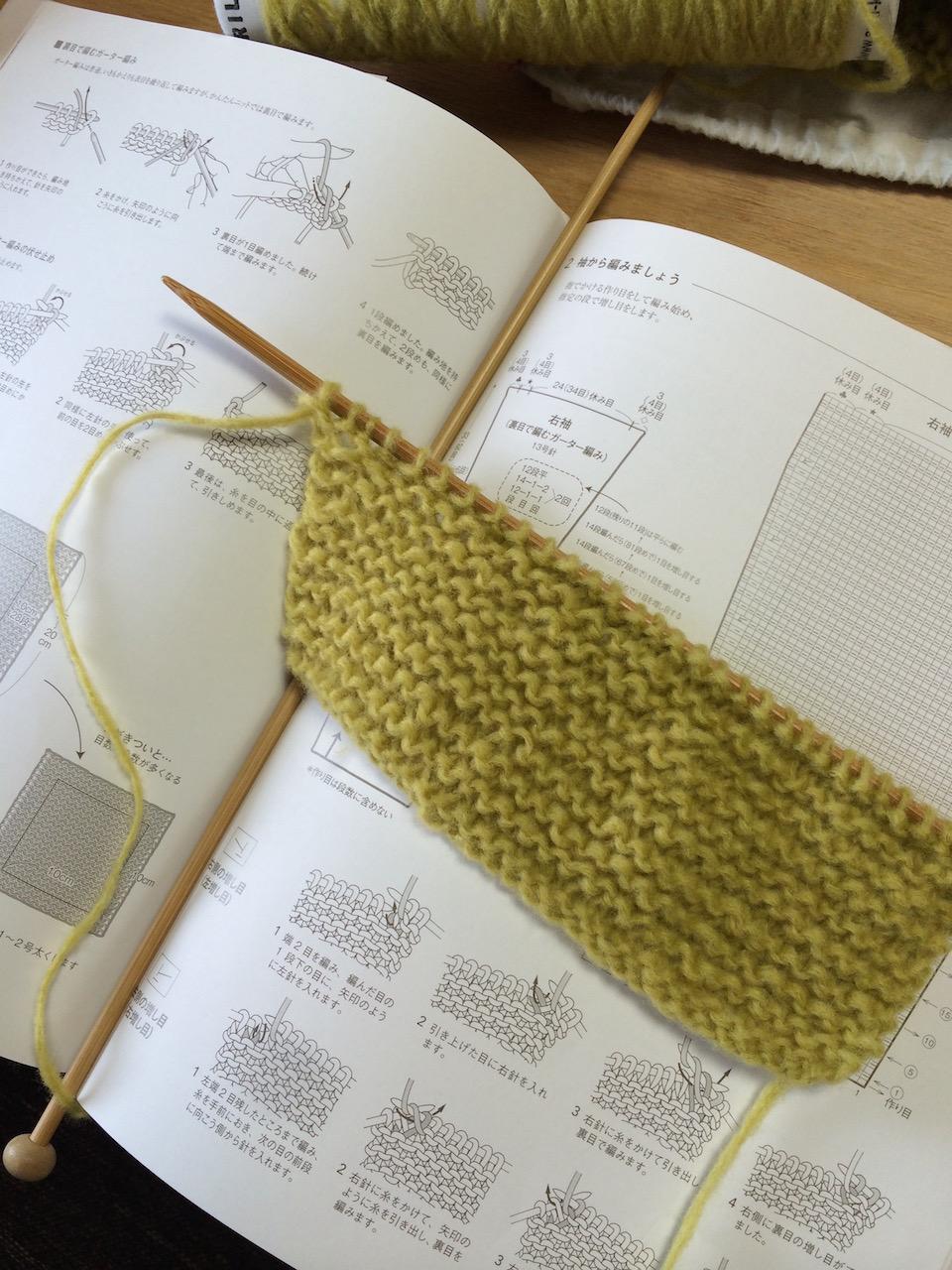 itokaraさんの編み物部だけでなく、昼夜問わず空き時間を見つけては家で編んだり、旅路の飛行機の中で編んだり。ようやく真面目に向き合い出した頃。ちょっとできると調子に乗るところも、私の治したい性格の一つです。