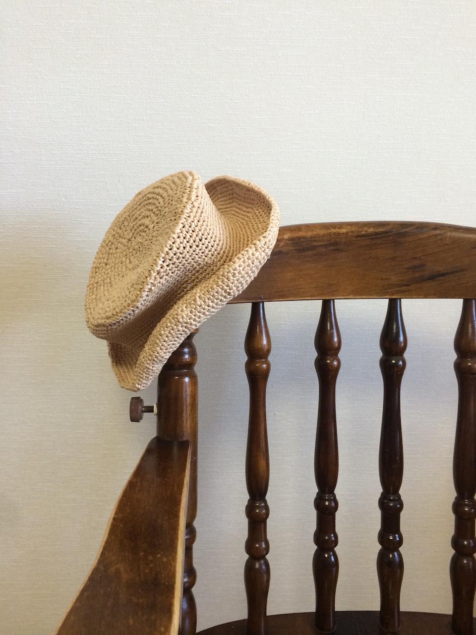 それでもやはり心が折れそうになり、浮気その2。エコアンダリヤで編んだカンカン帽。達成感を得て再び自分を奮い立たせる。