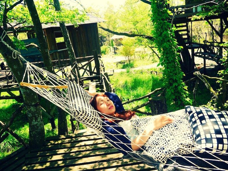 疲れたらハンモックで爆睡。 そよ風がさらさら頬を撫でながら、 ハンモックをゆらゆら揺らし。
