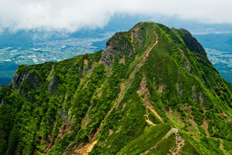 赤岳山頂から見た阿弥陀岳。険しさは赤岳に並ぶ